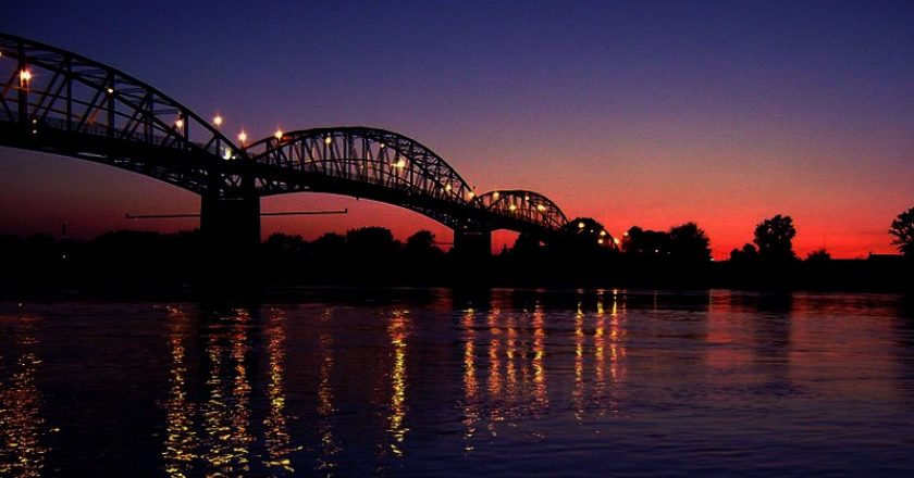 Mária Valéria híd éjjel