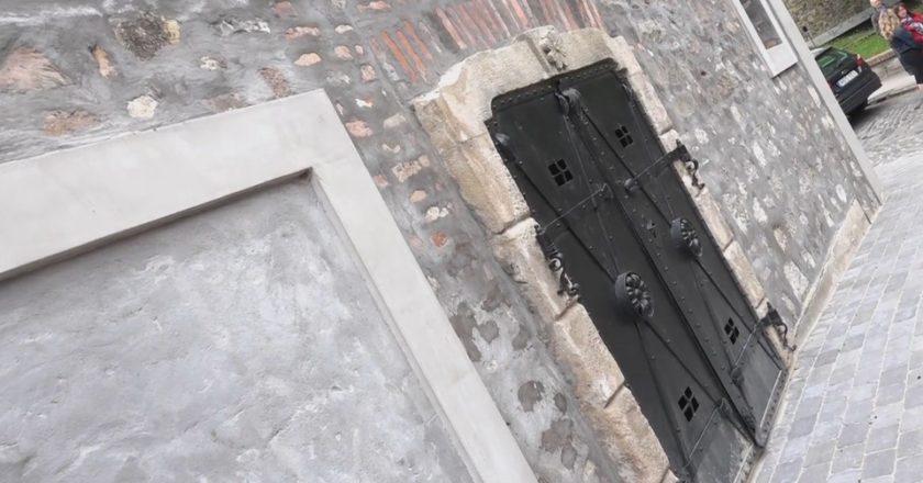 Szentendrei Toldy-pince kapuja