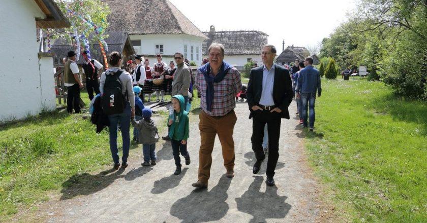 Varga Mihály és Cseri Miklós a szentendrei Skanzen majálisán