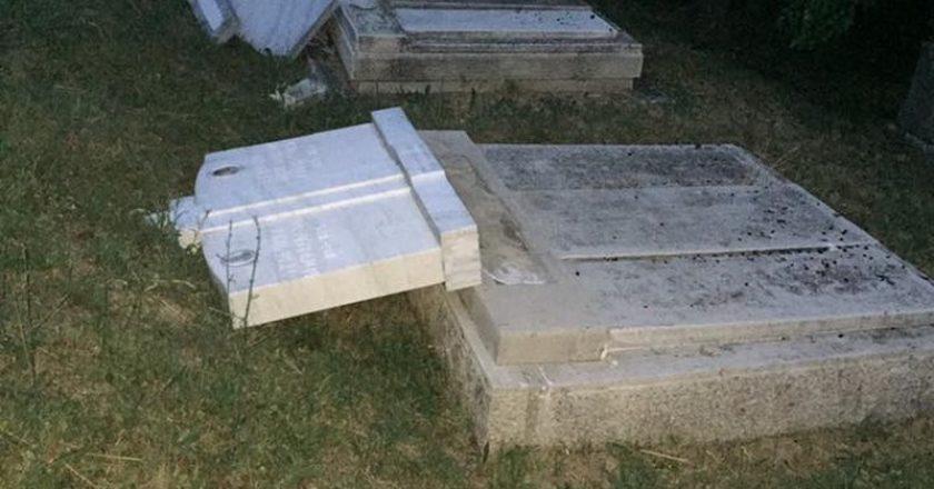 brutális rongálás a budakalászi szerb temetőben