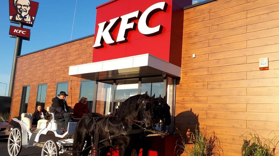 KFC Vác hintó