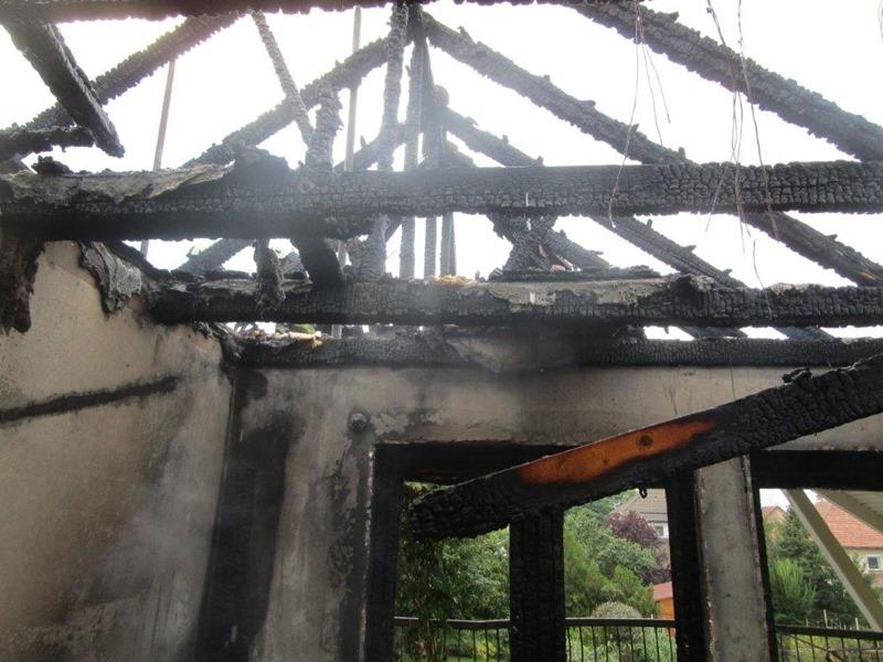 Villámcsapás Sződ leégett háztető