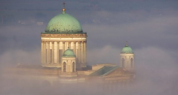 Esztergomi Bazilika ködben
