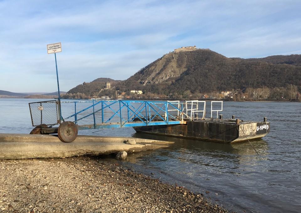Nagymaros dunaparti kikötő visegrádi vár látképe