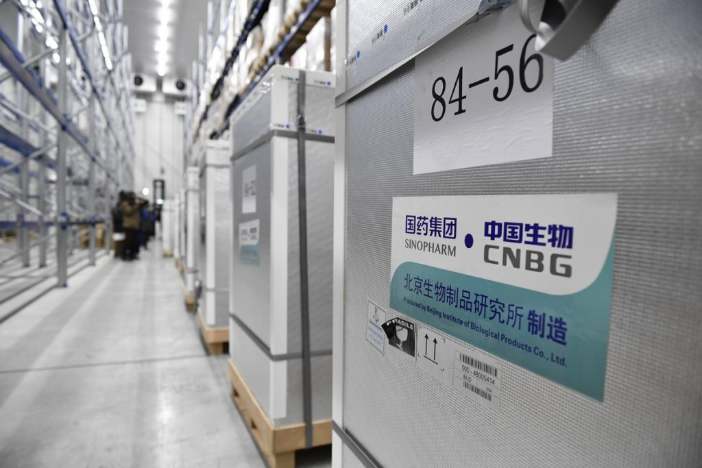 Kínai koronavírus vakcina szállítmány a Hungaropharma raktárában
